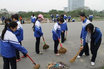 Viết một đoạn văn ngắn thuật lại ý kiến của các bạn trong nhóm em về những việc cần làm để bảo vệ môi trường