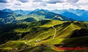 Đường đi khó, không khó vì ngăn sông cách núi, mà khó vì lòng người ngại núi e sông